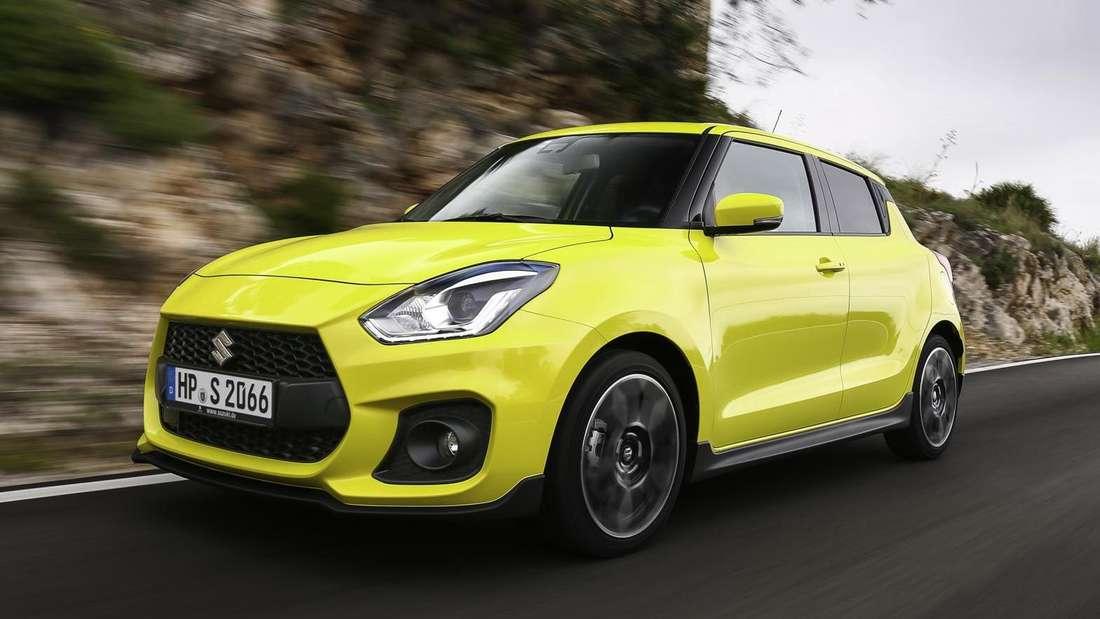 Fahraufnahme eines gelben Suzuki Swift Sport