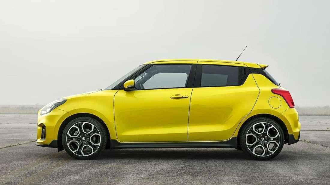 Ein gelber Suzuki Swift Sport von der Seite.
