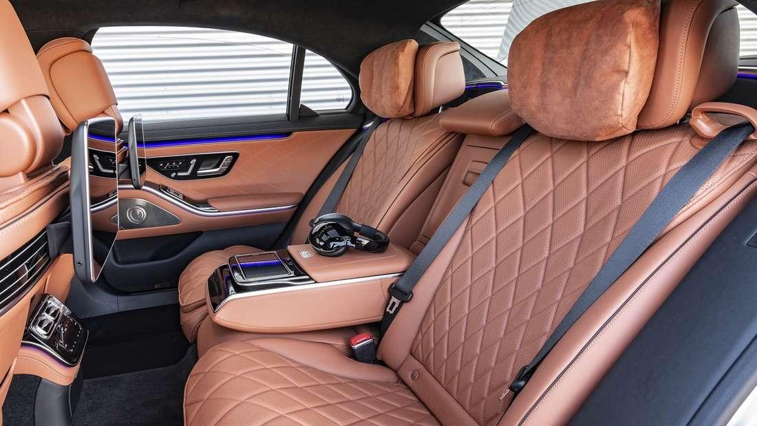 Blick auf die zweite Reihe einer Mercedes S-Klasse
