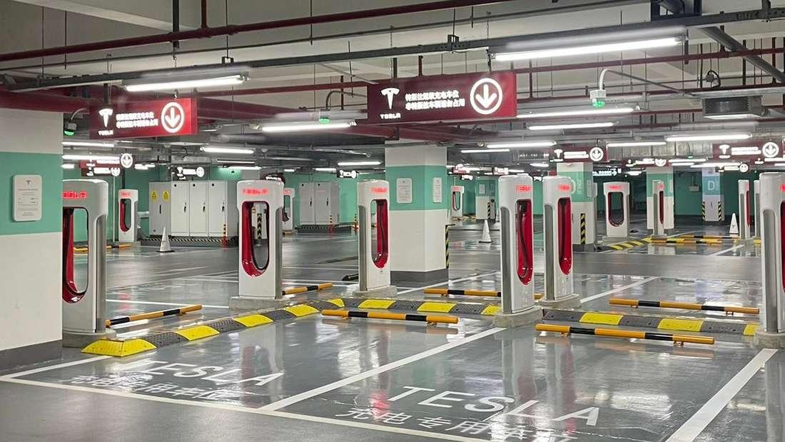 Die Tesla Supercharger-Ladestation in Shanghai