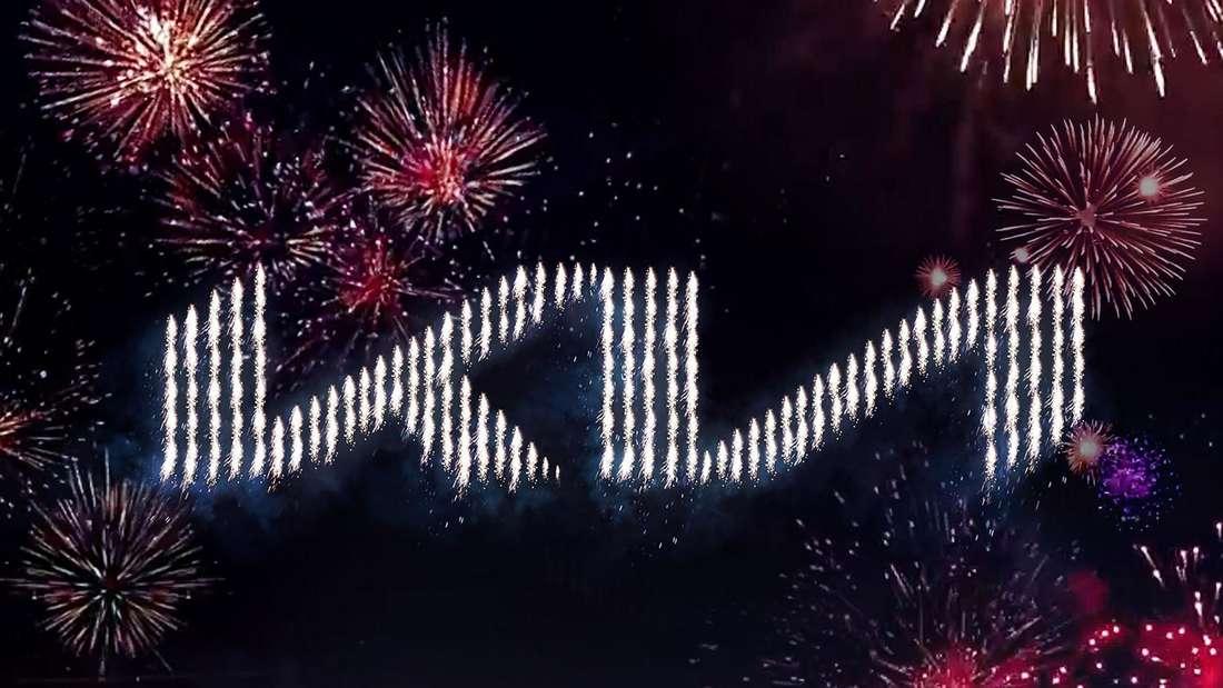 Ein Feuerwerk formt das neue Kia-Logo.