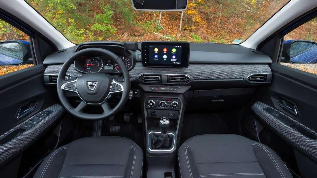 Blick in den Innenraum eines Dacia Sandero