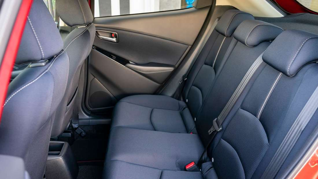 Der hintere Innenraum des Mazda 2 G 90 M Hybrid