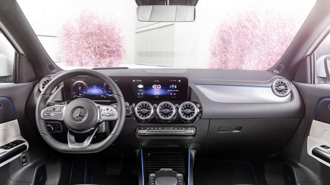 Blick in den Innenraum des Mercedes EQA