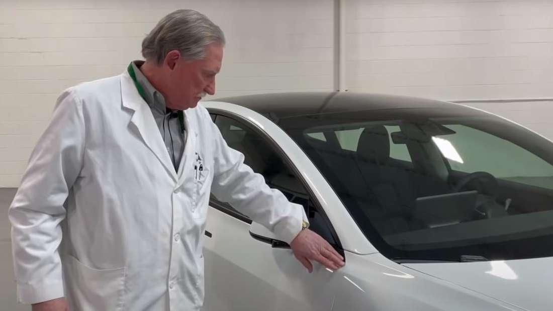 Sandy Munro nimmt ein Tesla Model 3 unter die Lupe.