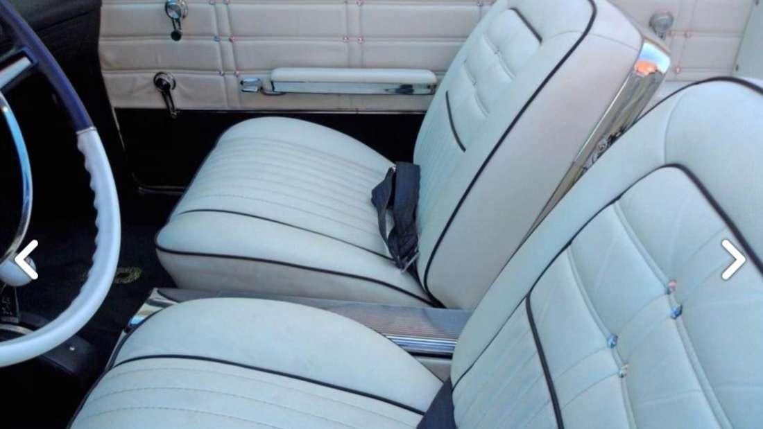 Die mit Swarovski-Steinen besetzten weißen Lederpolster des 1963er Chevrolet Impala