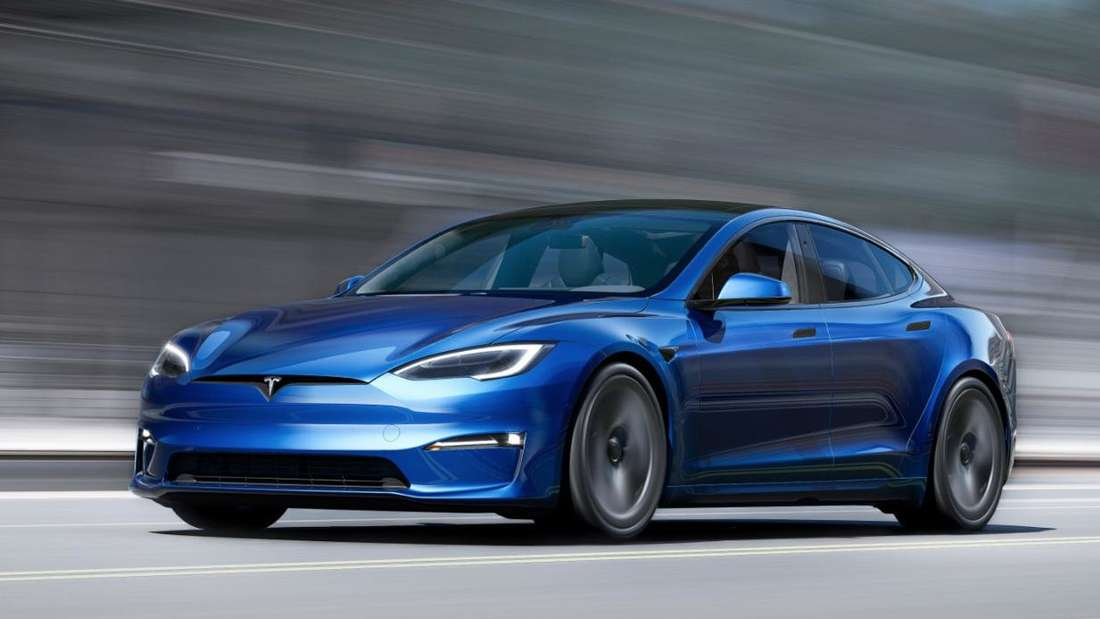 Ein blaues Tesla Model S