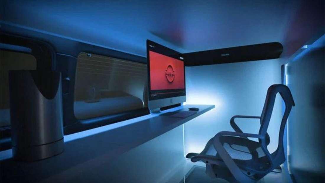 Der beleuchtete Büroarbeitsplatz im Innern des Nissan Office Pod Concept