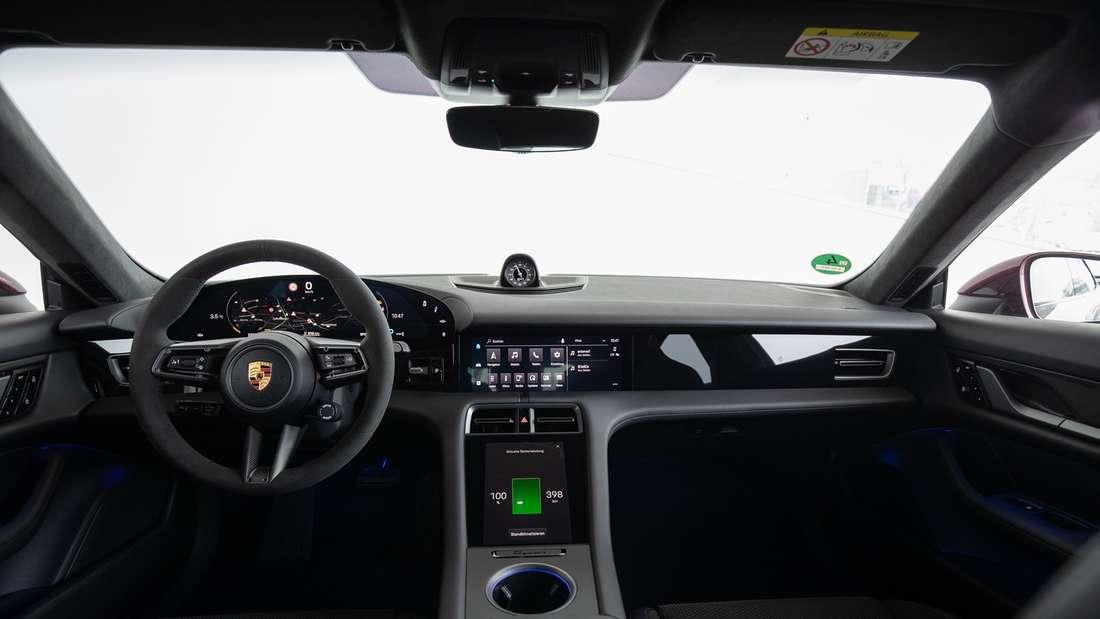 Blick in den Innenraum des Porsche Taycan