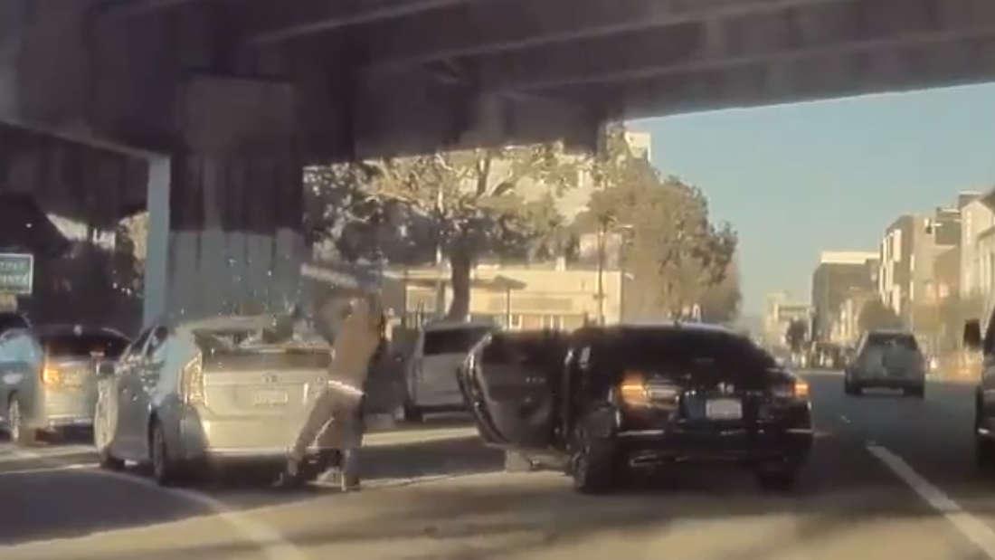Eine Szene aus dem Raub-Video