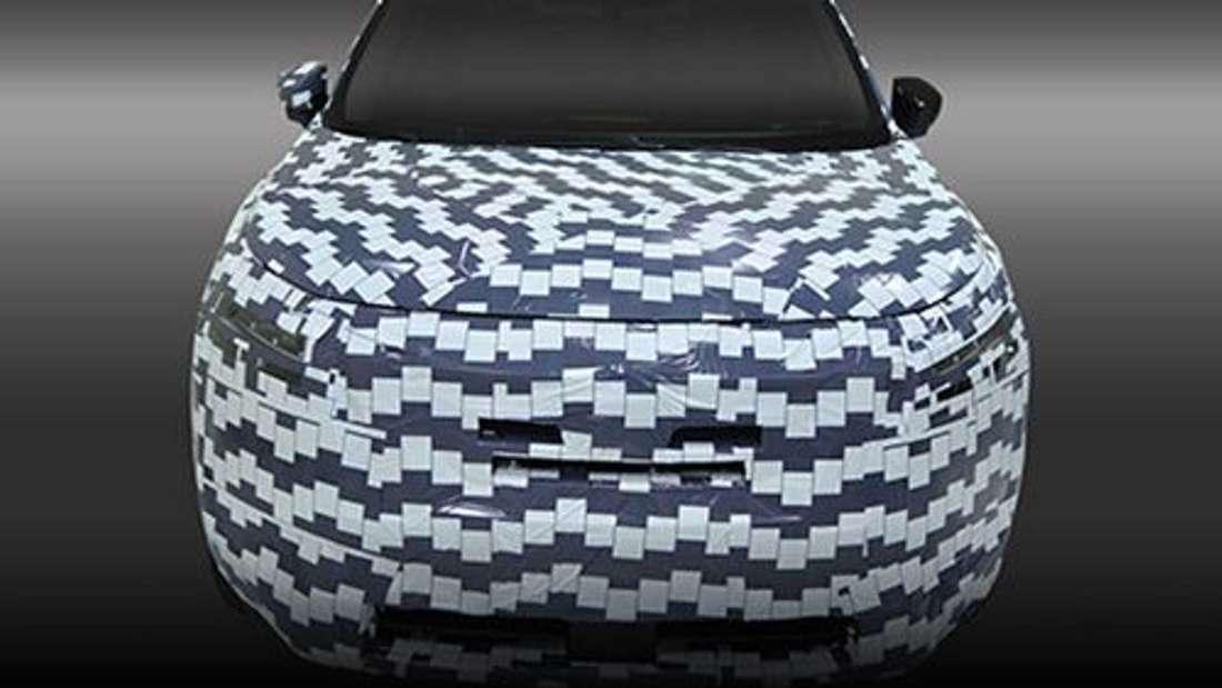 Der getarnte V-Motion-Kühlergrill des neuen Nissan Pathfinder