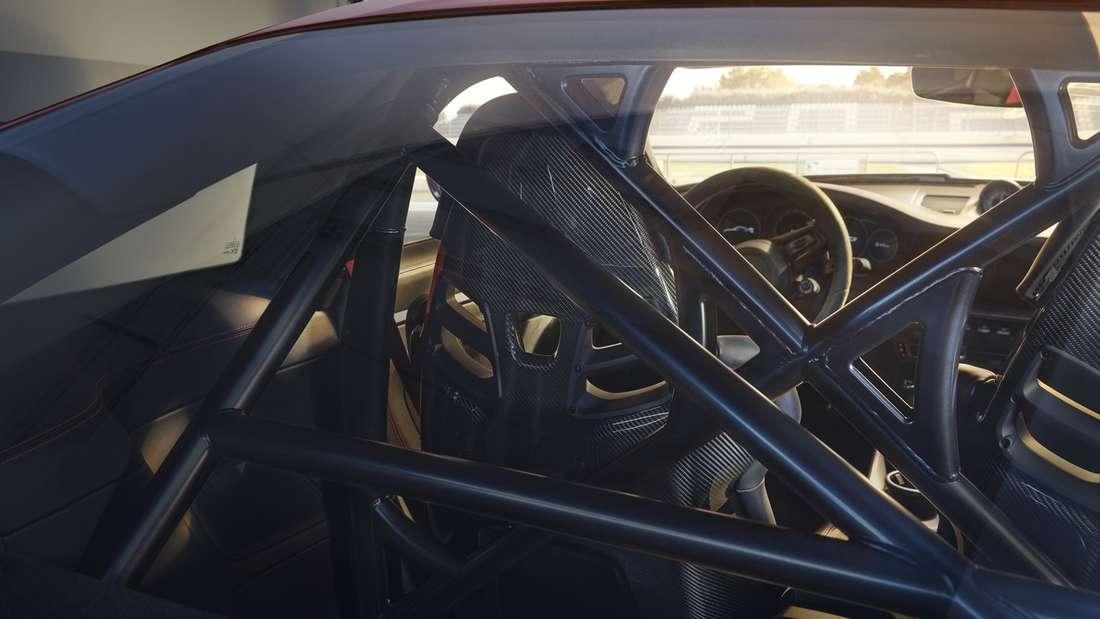 Ein Überrollkäfig in einem Porsche 911 GT3