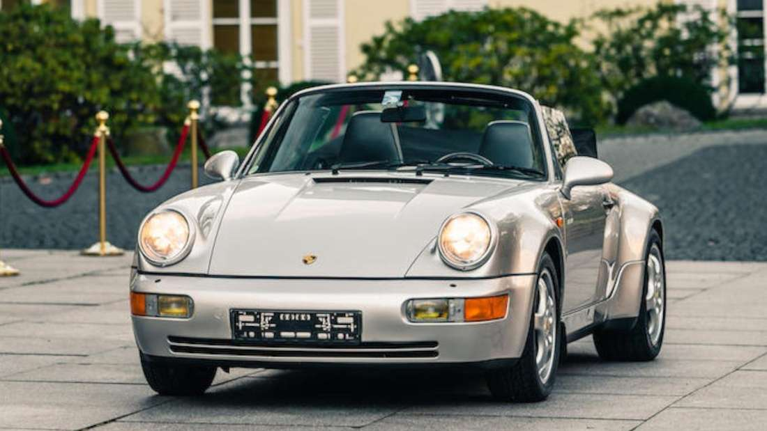 Ein Porsche 911 Carrera 2 Cabrio aus dem Jahr 1992.