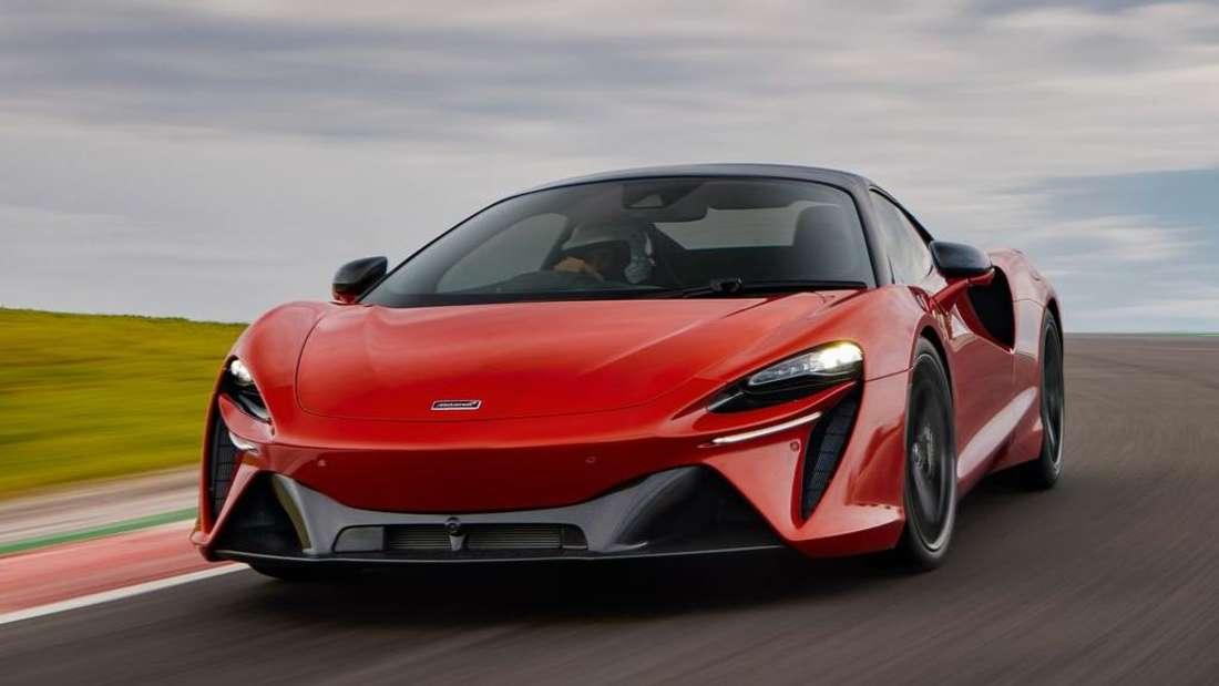 Fahraufnahme eines McLaren Artura