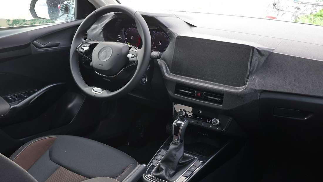 Der vordere Teil des Innenraums im Škoda Fabia 1.0 TSI