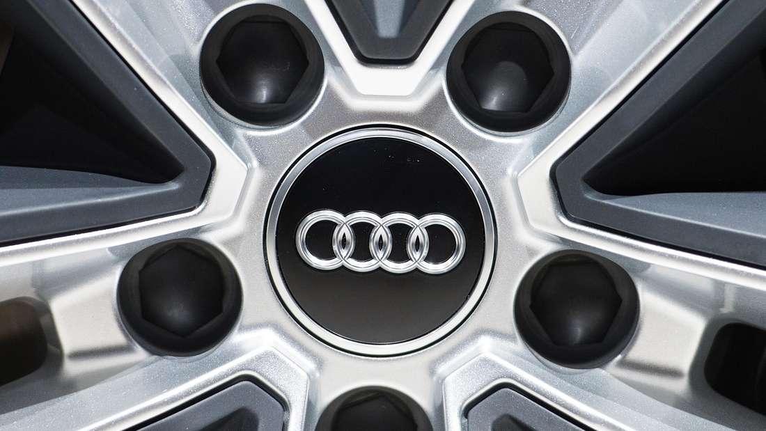 Eine Felge mit Audi-Logo