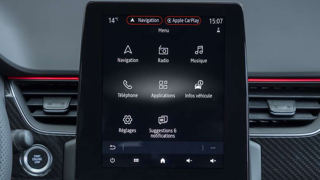 Blick auf das Hochkant-Display des Renault-Arkana