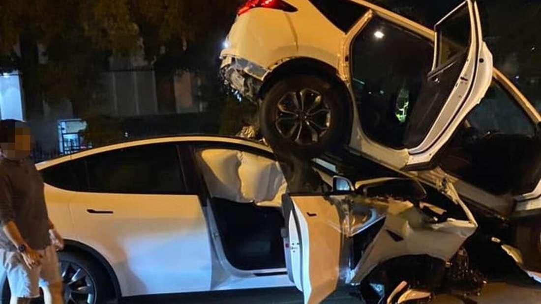 Ein Tesla Model Y ist in einen Honda CR-V gecrasht.