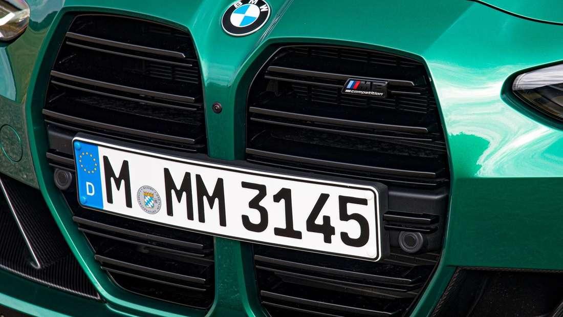 Der Grill eines BMW M3 Competition