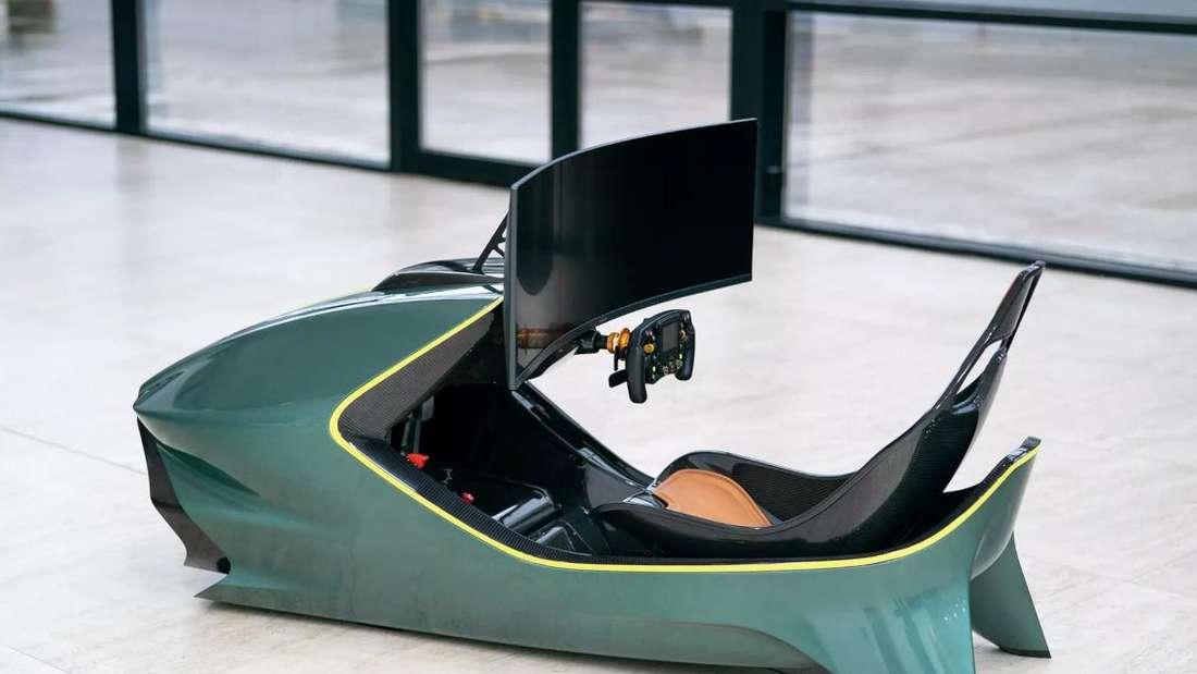 Ein Aston Martin AMR-C01 Rennsimulator