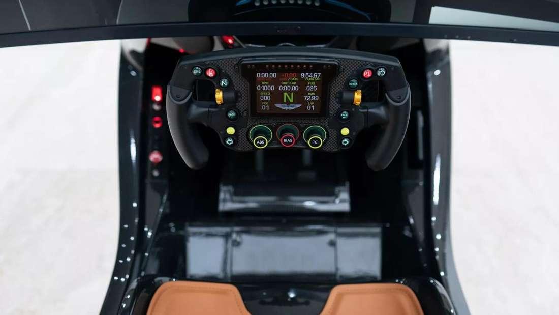 Das Lenkrad des Aston Martin AMR-C01