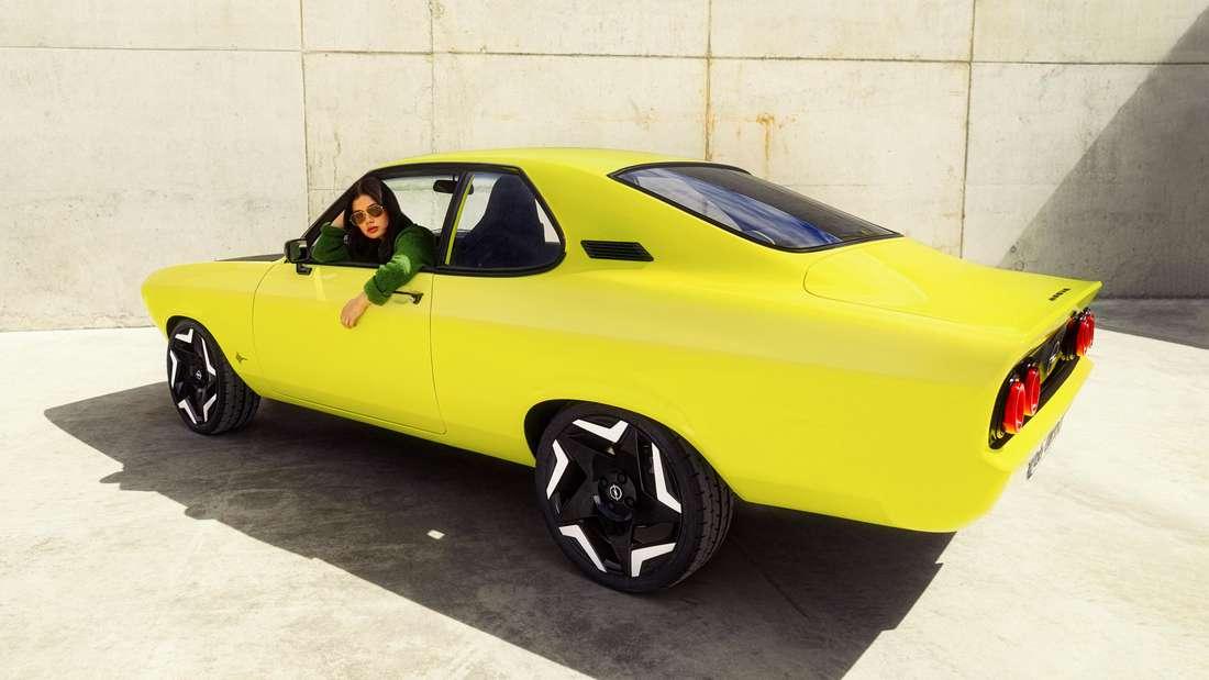Studie Opel Manta von seitlich hinten, stehend
