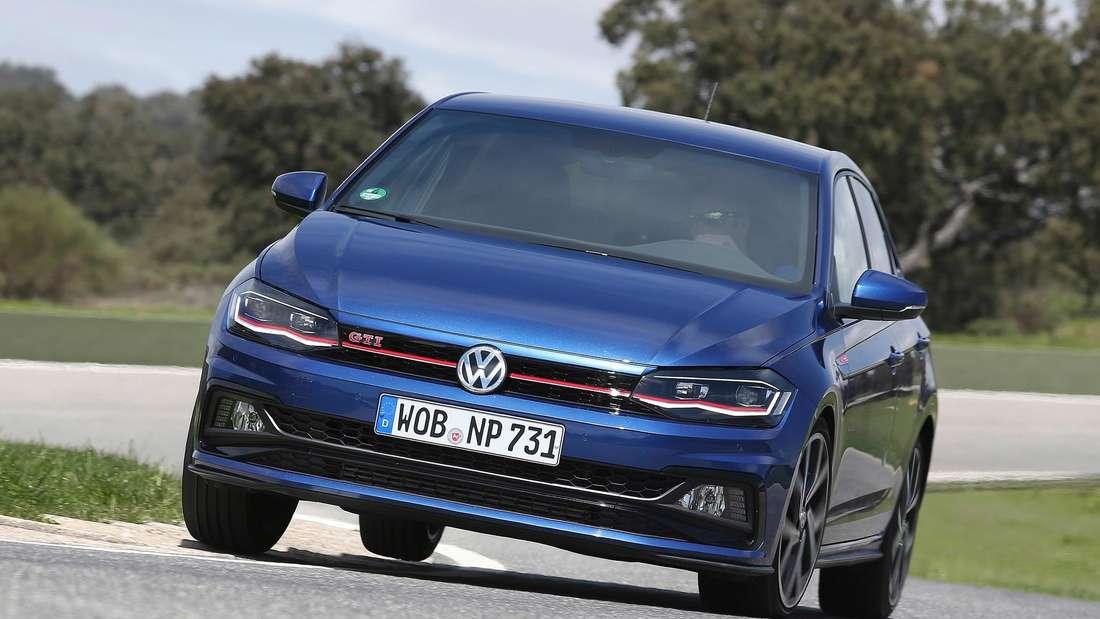 Ein blauer VW Polo GTI (Symbolbild)