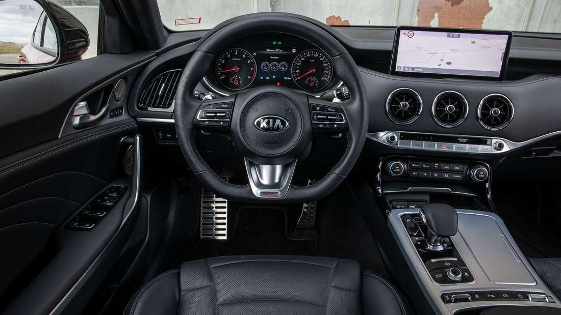 Blick ins Cockpit des Kia Stinger