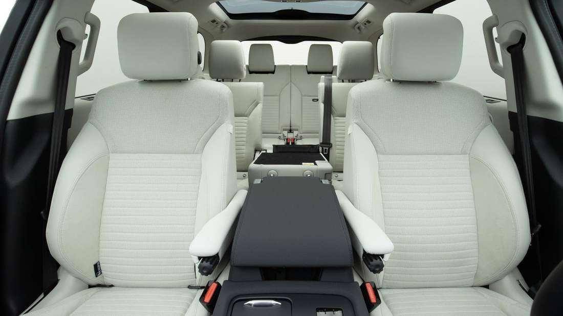 Der Innenraum des Land Rover Discovery D300 AWD