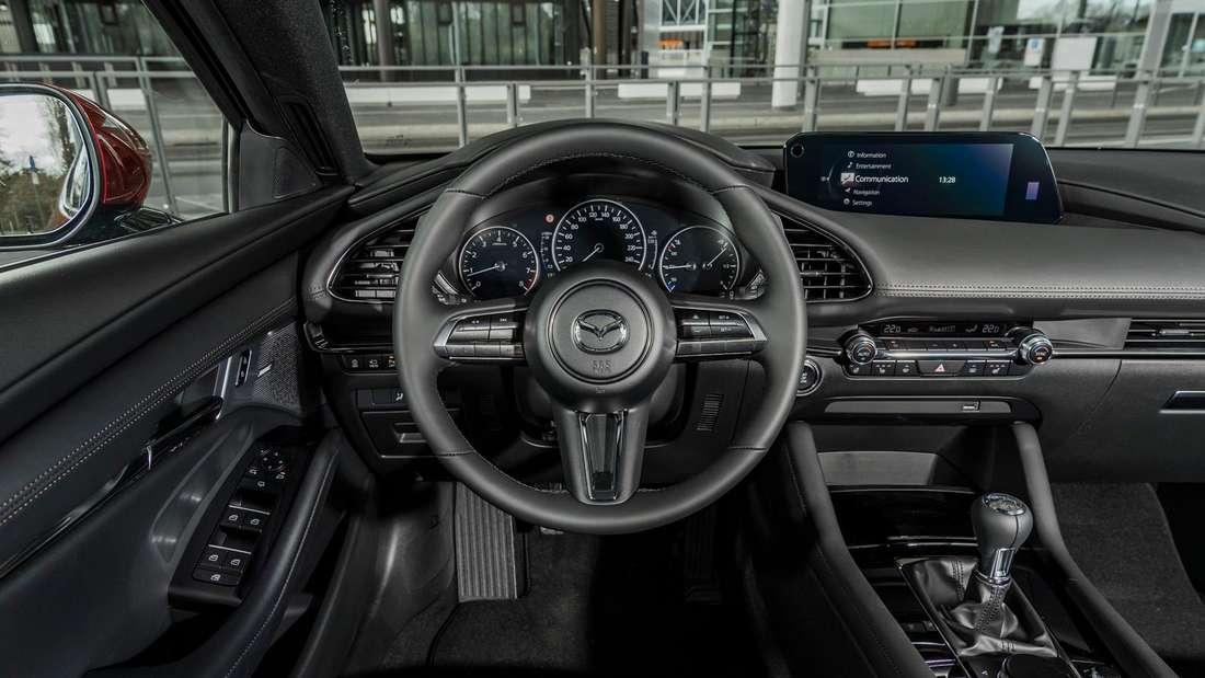 Blick ins Cockpit des Mazda 3