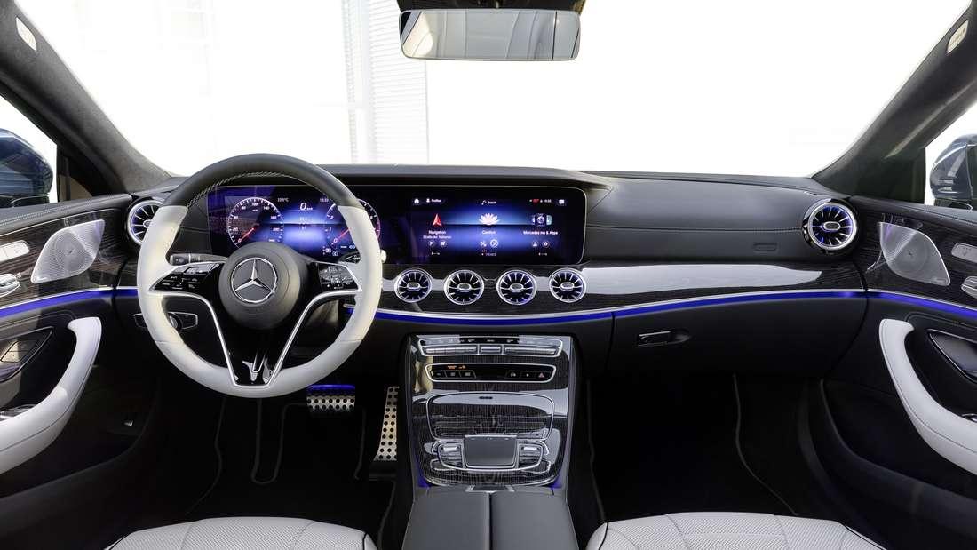 Blick in den Innenraum eines Mercedes CLS