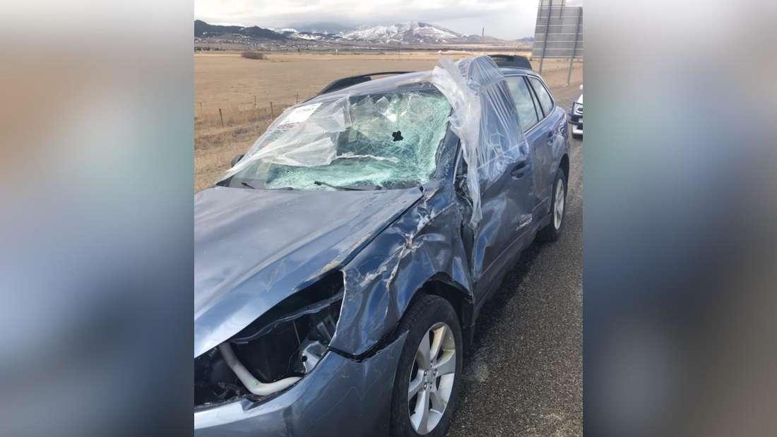 Der von der Polizei gestoppte, völlig demolierte Subaru Outback