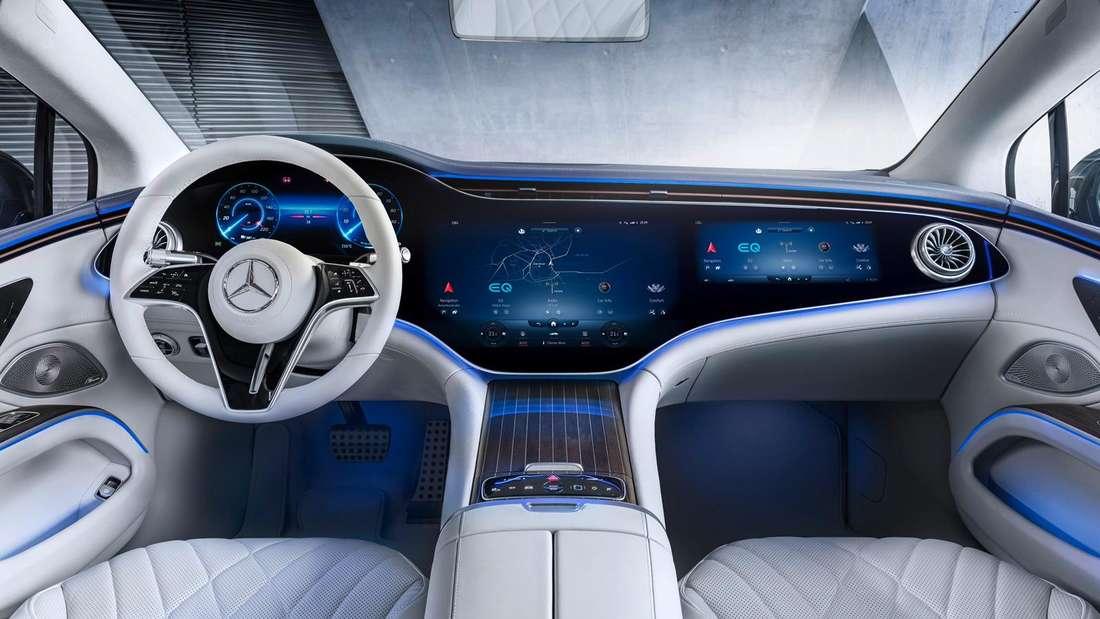 Blick in den Innenraum eines Mercedes EQS