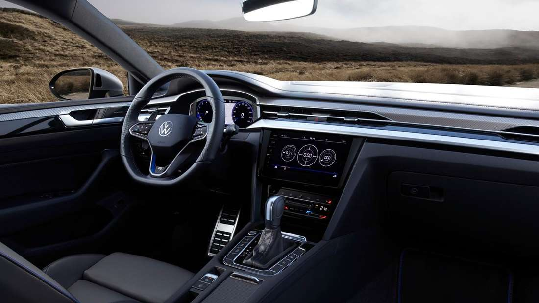 Blick in den Innenraum eines VW Arteon R Shooting Brake
