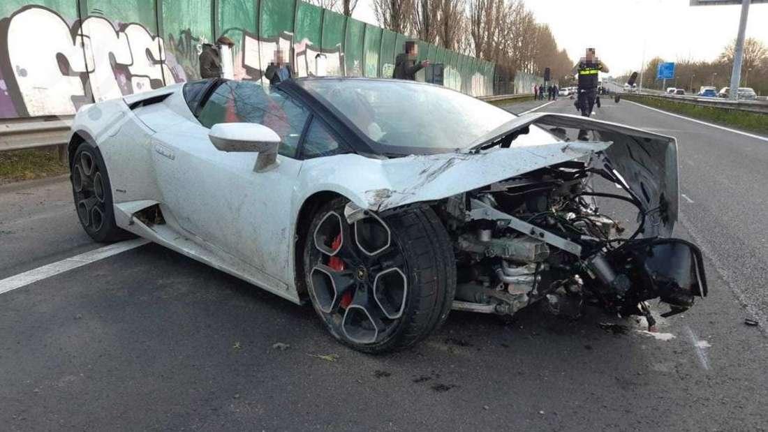 Ein schwer beschädigter Lamborghini Huracán Spyder