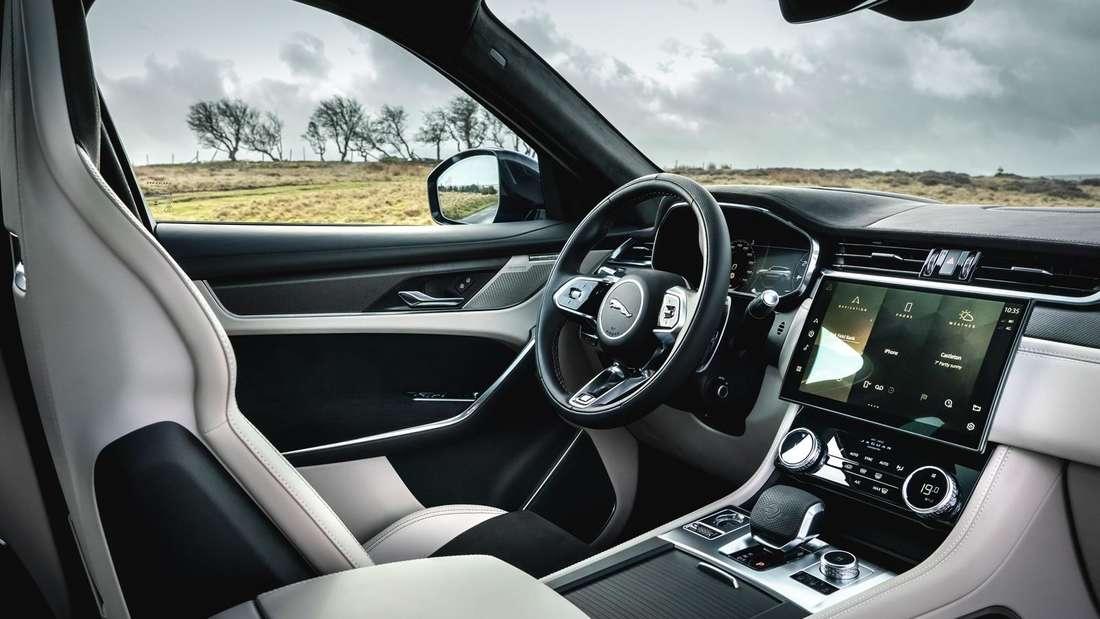 Blick in den Innenraum des Jaguar F-Pace SVR