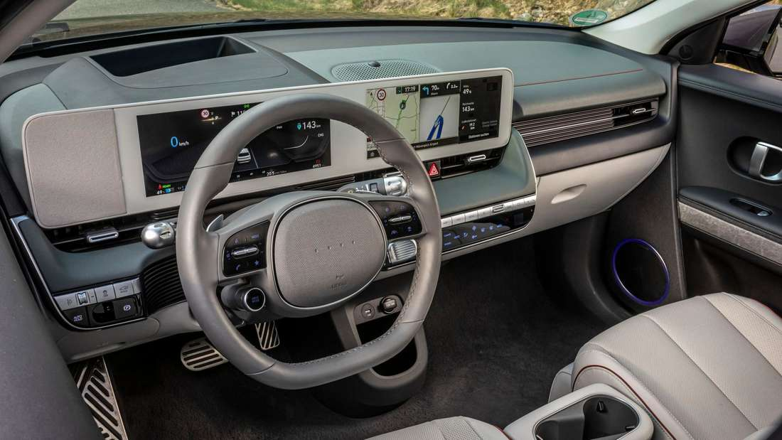 Blick ins Cockpit eines Hyundai Ioniq 5
