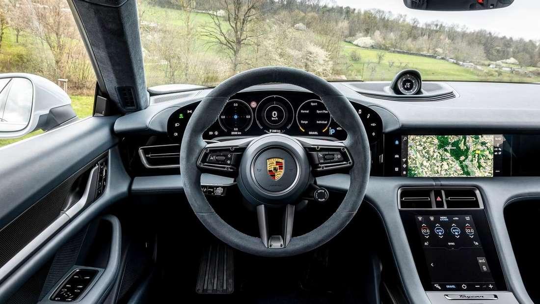 Das Cockpit des Porsche Taycan Cross Turismo