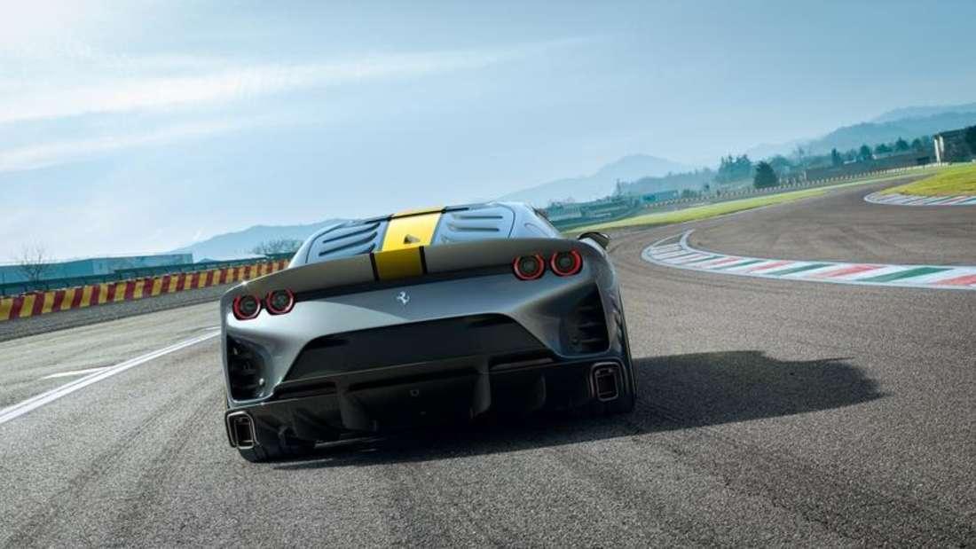 Ferrari-Modell auf Rennstrecke, Heckansicht