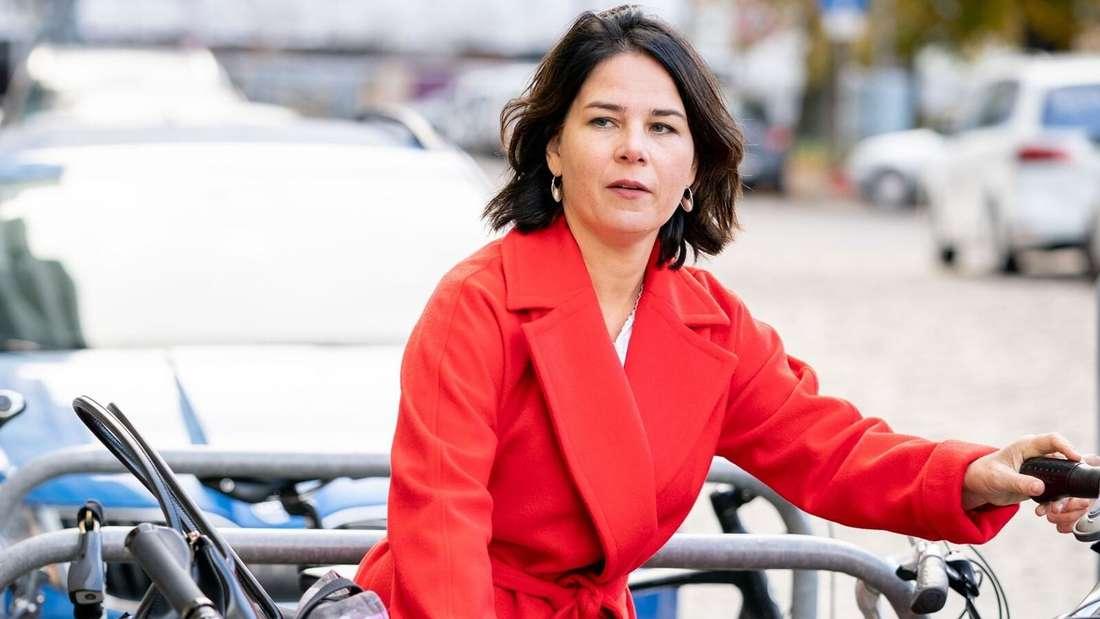 Grünen-Politikerin Annalena Baerbock mit Fahrrad (Symbolbild)