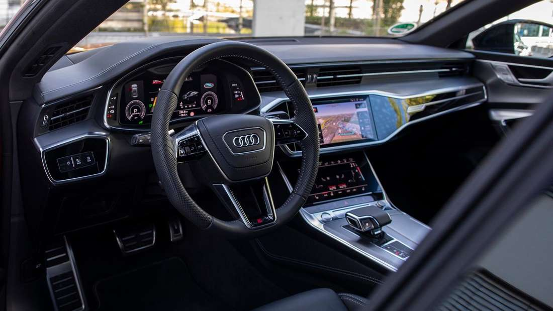 Blick ins Cockpit eines Audi A7 55 TFSIe