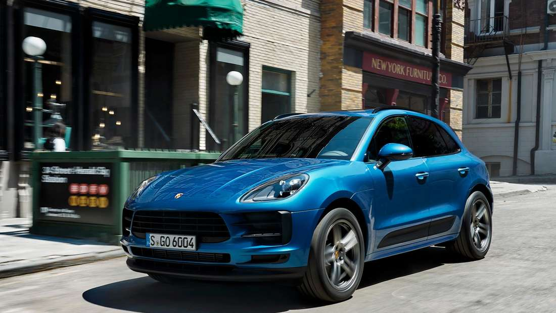 Porsche Macan, fahrend, von schräg vorn