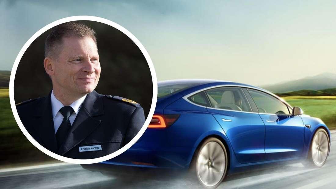 Polizeichef Carsten Kaempf (Kreis) und ein fahrendes, blaues Tesla Model 3 von hinten. (Symbolbild)