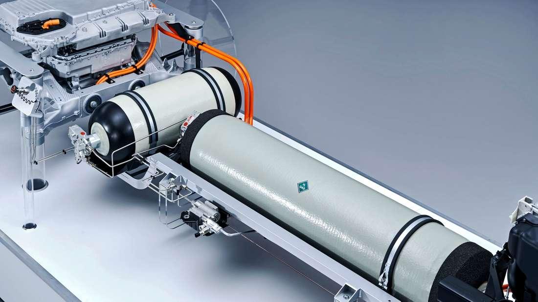 Technischer Aufbau eines Brennstoffzellen-Antriebs mit Wasserstoff-Tanks
