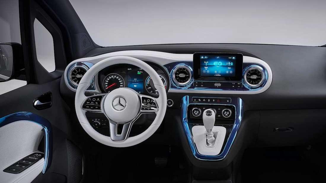 Blick ins Cockpit des Mercedes EQT
