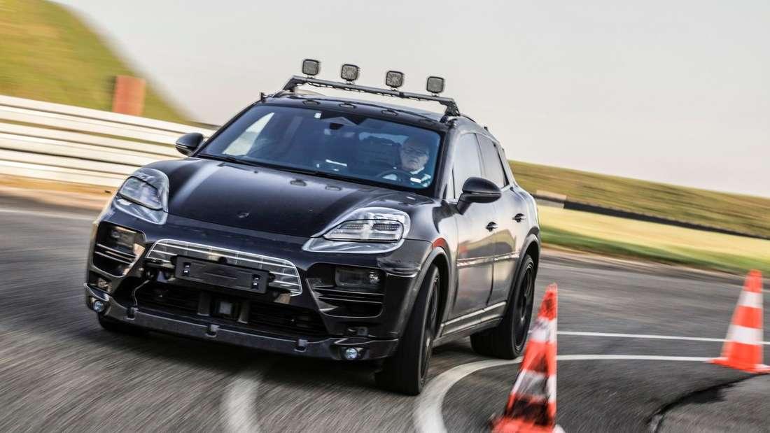 Getarnter Prototyp Porsche Macan, fahrend