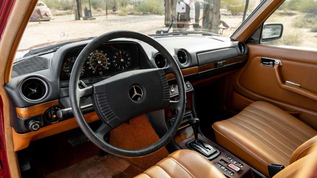 Blick in den Innenraum eines Mercedes-Benz 300 TD