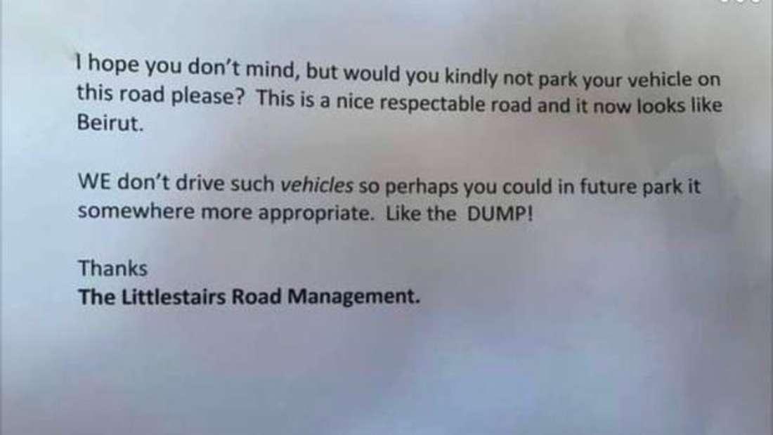 Eine unverschämte Zettelnotiz, die mit Littlestairs Road Management unterschrieben ist.
