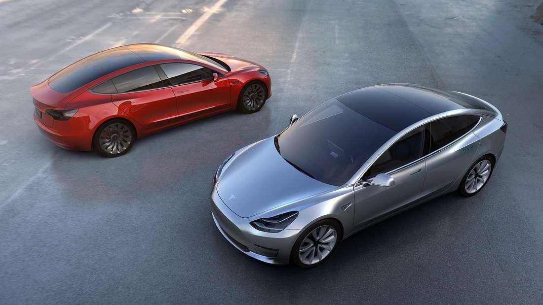 Tesla Model 3, stehend