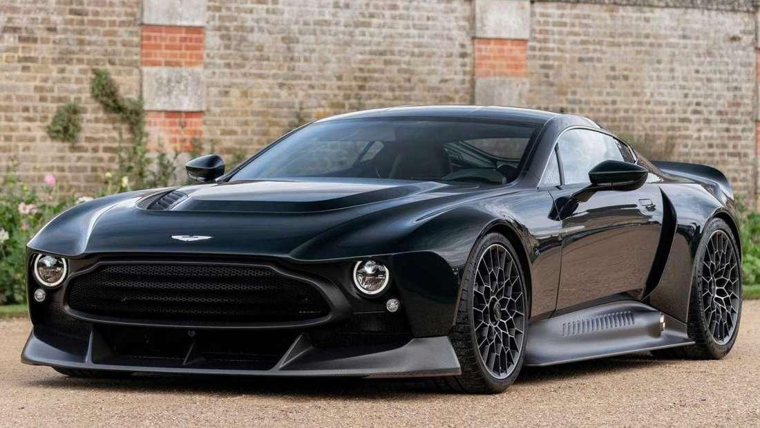 Der Aston Martin Victor von rechts vorne